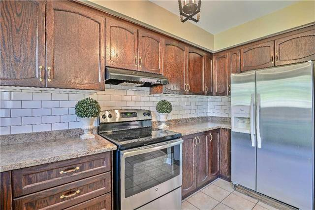 Semi-detached at 12 Coolspring Cres, Caledon, Ontario. Image 20