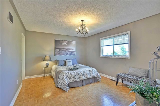 Semi-detached at 12 Coolspring Cres, Caledon, Ontario. Image 5