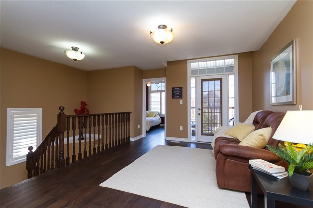 Detached at 3059 Ferguson Dr, Burlington, Ontario. Image 19
