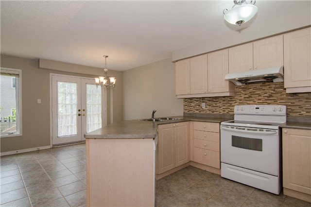 Link at 3104 Hawktail Cres, Mississauga, Ontario. Image 8