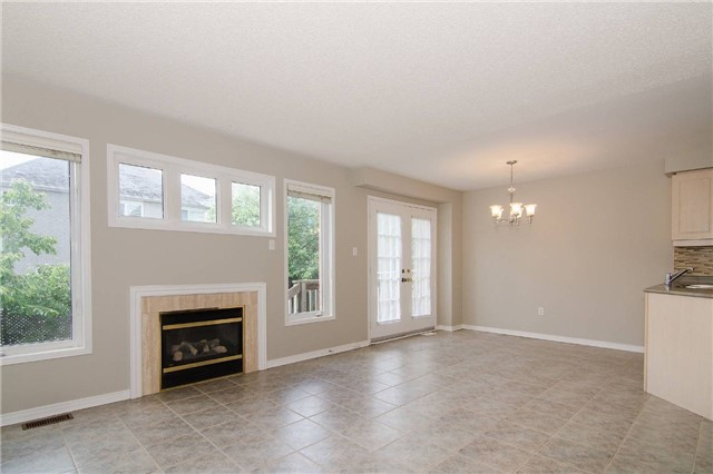 Link at 3104 Hawktail Cres, Mississauga, Ontario. Image 9