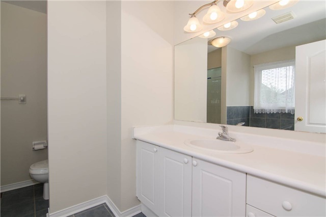 Link at 3104 Hawktail Cres, Mississauga, Ontario. Image 12
