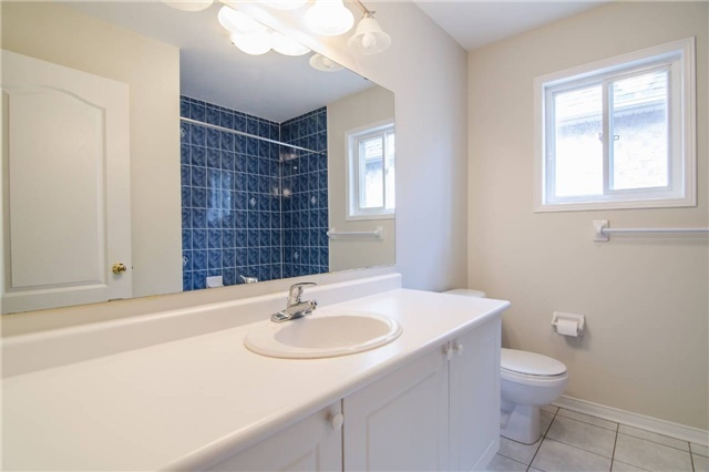 Link at 3104 Hawktail Cres, Mississauga, Ontario. Image 2
