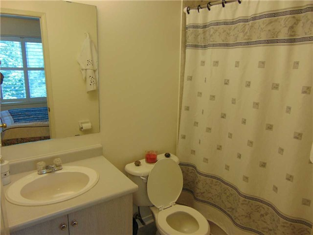 Condo Townhouse at 5985 Creditview Rd, Unit 2, Mississauga, Ontario. Image 4