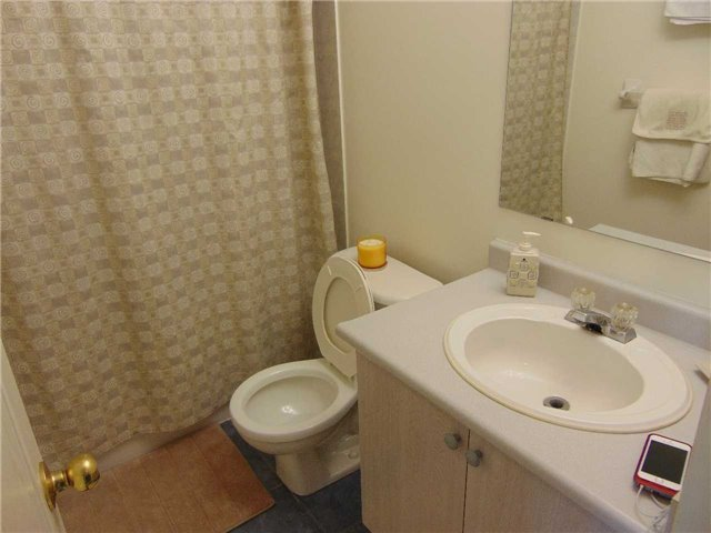 Condo Townhouse at 5985 Creditview Rd, Unit 2, Mississauga, Ontario. Image 7
