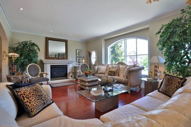 Detached at 2214 Hampstead Rd, Oakville, Ontario. Image 14