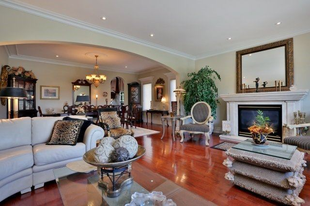 Detached at 2214 Hampstead Rd, Oakville, Ontario. Image 15