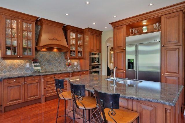 Detached at 2214 Hampstead Rd, Oakville, Ontario. Image 18