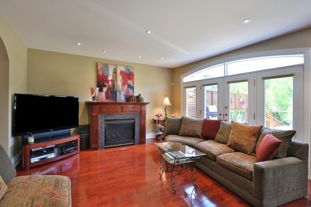 Detached at 2214 Hampstead Rd, Oakville, Ontario. Image 20