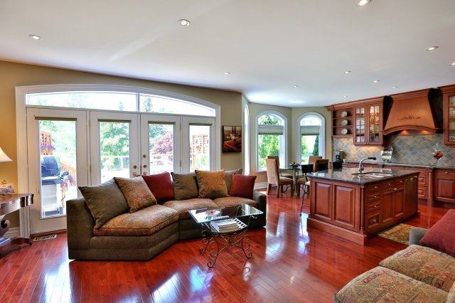 Detached at 2214 Hampstead Rd, Oakville, Ontario. Image 2