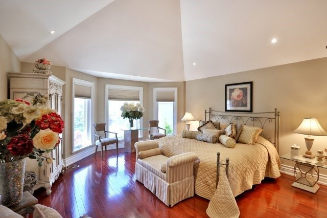 Detached at 2214 Hampstead Rd, Oakville, Ontario. Image 4