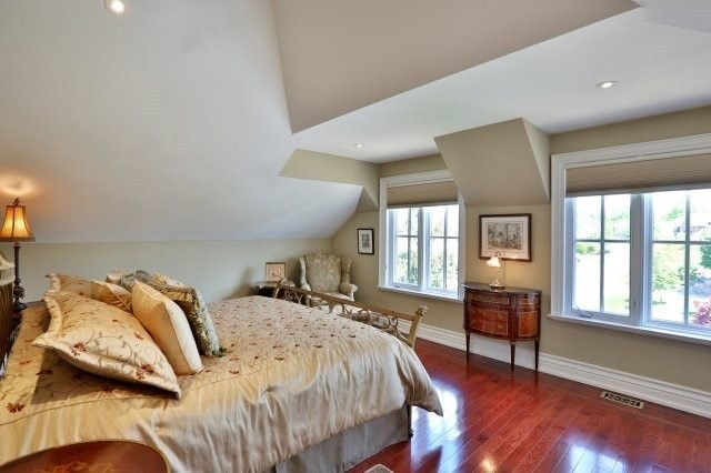 Detached at 2214 Hampstead Rd, Oakville, Ontario. Image 7