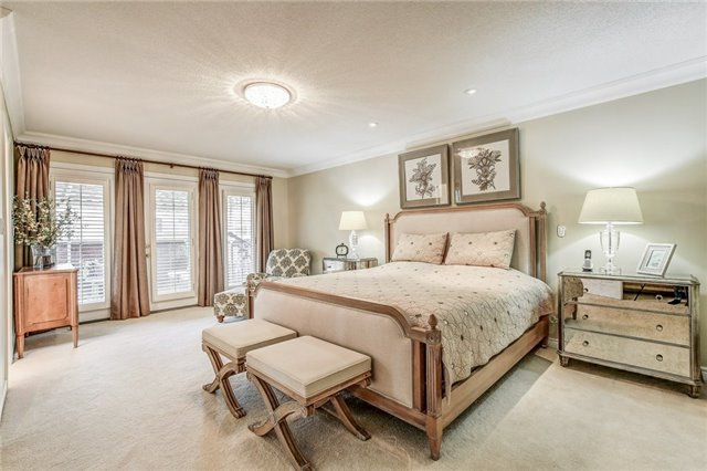 Detached at 1395 Pinery Cres, Oakville, Ontario. Image 4