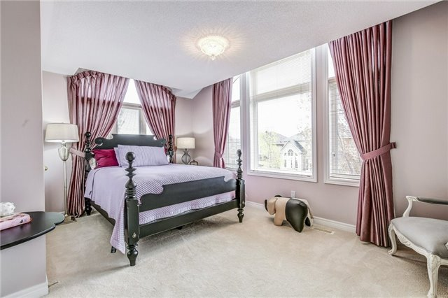 Detached at 1395 Pinery Cres, Oakville, Ontario. Image 8