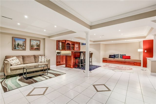 Detached at 1395 Pinery Cres, Oakville, Ontario. Image 10