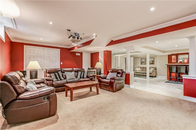 Detached at 1395 Pinery Cres, Oakville, Ontario. Image 11