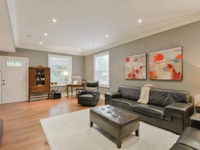 Detached at 8 Maple St, Caledon, Ontario. Image 18