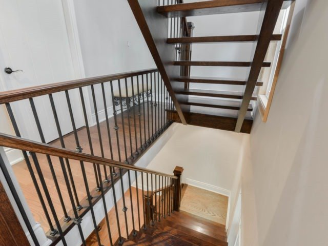 Detached at 8 Maple St, Caledon, Ontario. Image 3