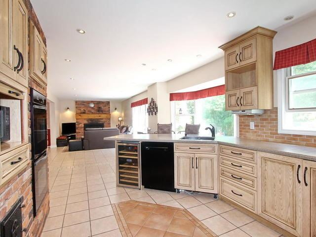 Detached at 27 Woodland Crt, Caledon, Ontario. Image 2