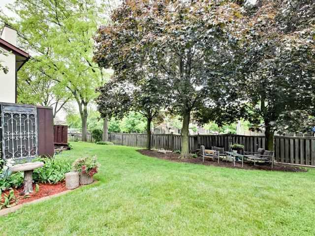 Condo Townhouse at 6679 Shelter Bay Rd N, Unit 64, Mississauga, Ontario. Image 5