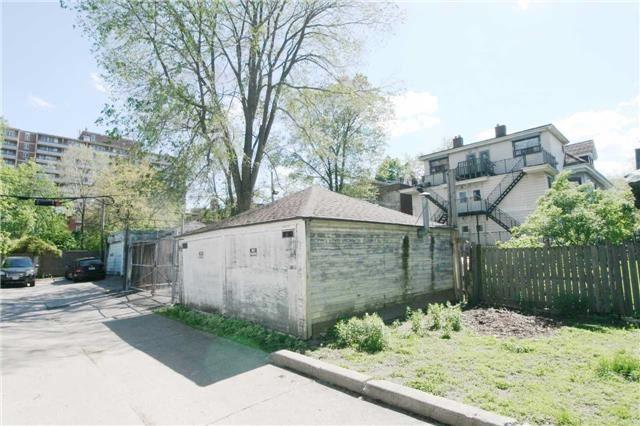 Semi-detached at 11 1/2 Elm Grove Ave, Toronto, Ontario. Image 5