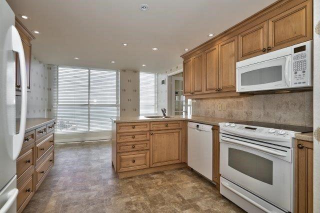 Condo Apartment at 415 Locust St, Unit 1103, Burlington, Ontario. Image 3