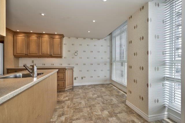 Condo Apartment at 415 Locust St, Unit 1103, Burlington, Ontario. Image 4