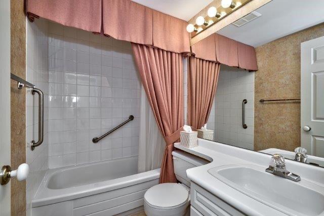 Condo Apartment at 415 Locust St, Unit 1103, Burlington, Ontario. Image 7