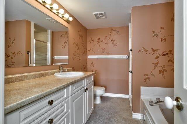 Condo Apartment at 415 Locust St, Unit 1103, Burlington, Ontario. Image 9