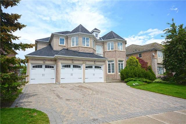 Detached at 5279 Forest Hill Dr, Mississauga, Ontario. Image 1