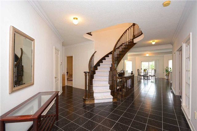 Detached at 5279 Forest Hill Dr, Mississauga, Ontario. Image 12