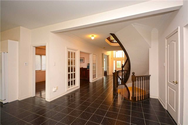 Detached at 5279 Forest Hill Dr, Mississauga, Ontario. Image 14