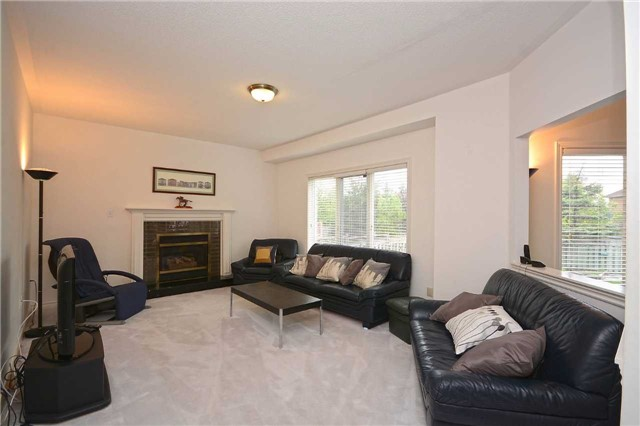 Detached at 5279 Forest Hill Dr, Mississauga, Ontario. Image 15