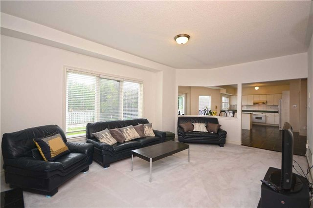 Detached at 5279 Forest Hill Dr, Mississauga, Ontario. Image 16
