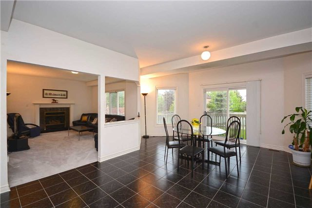 Detached at 5279 Forest Hill Dr, Mississauga, Ontario. Image 18
