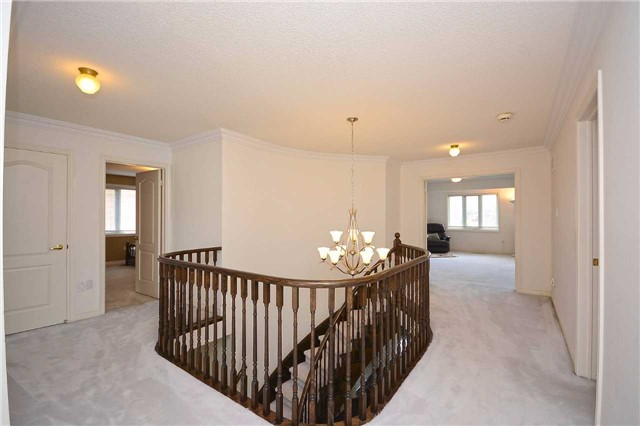 Detached at 5279 Forest Hill Dr, Mississauga, Ontario. Image 2
