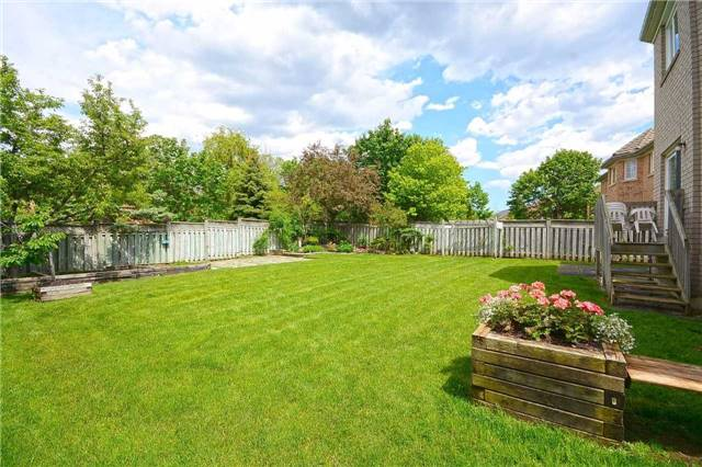 Detached at 5279 Forest Hill Dr, Mississauga, Ontario. Image 13
