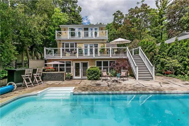 Detached at 230 King St, Oakville, Ontario. Image 1