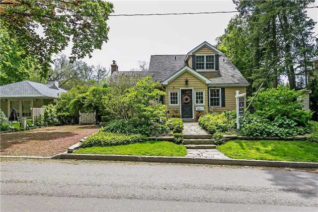 Detached at 230 King St, Oakville, Ontario. Image 12