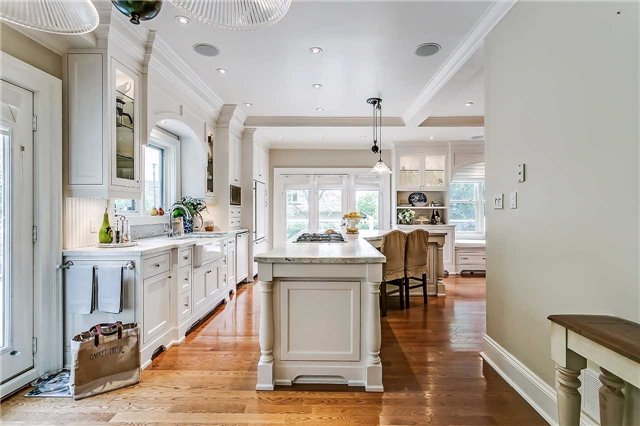 Detached at 230 King St, Oakville, Ontario. Image 15