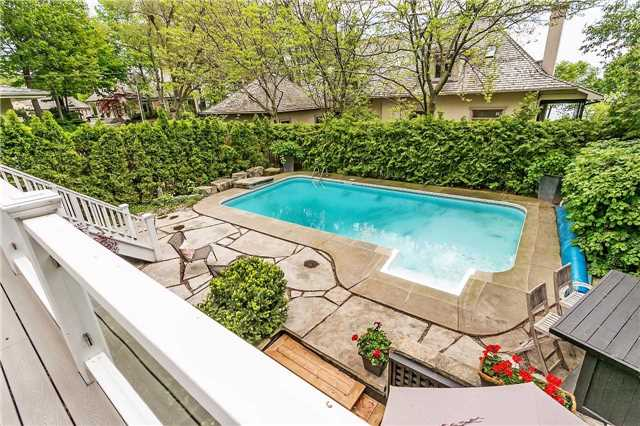 Detached at 230 King St, Oakville, Ontario. Image 10