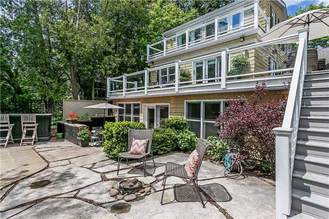 Detached at 230 King St, Oakville, Ontario. Image 13