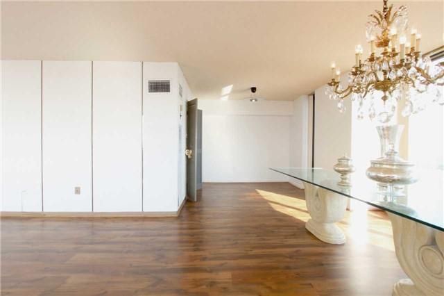 Condo Apartment at 2045 Lake Shore Blvd W, Unit 2307, Toronto, Ontario. Image 20