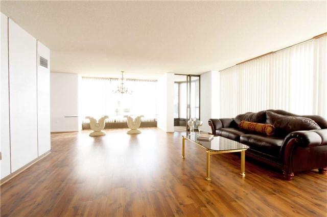 Condo Apartment at 2045 Lake Shore Blvd W, Unit 2307, Toronto, Ontario. Image 3