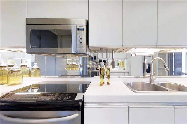 Condo Apartment at 2045 Lake Shore Blvd W, Unit 2307, Toronto, Ontario. Image 5