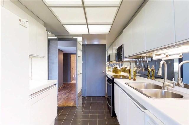 Condo Apartment at 2045 Lake Shore Blvd W, Unit 2307, Toronto, Ontario. Image 7