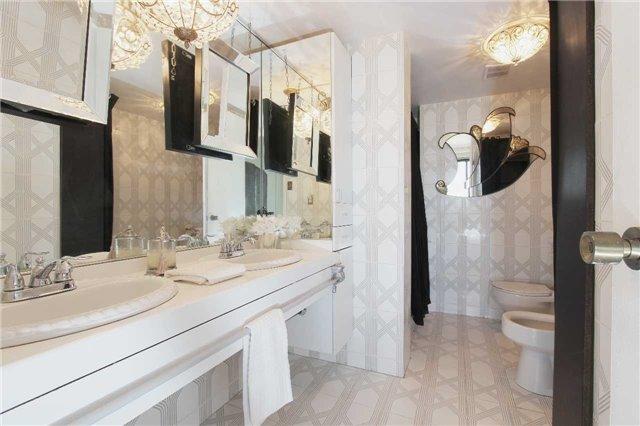 Condo Apartment at 2045 Lake Shore Blvd W, Unit 2307, Toronto, Ontario. Image 9