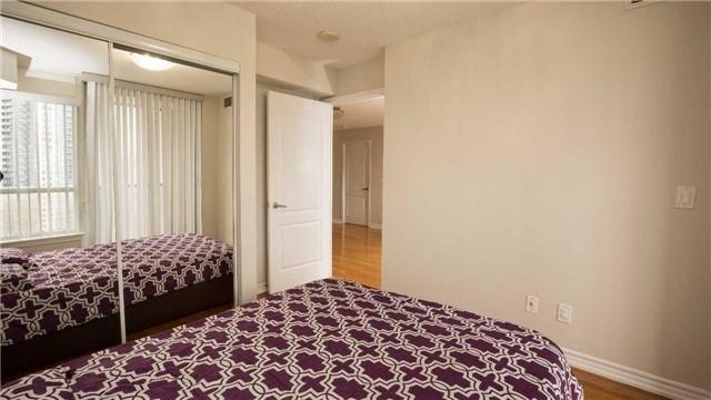 Condo Apartment at 4080 Living Arts Dr, Unit 1801, Mississauga, Ontario. Image 4