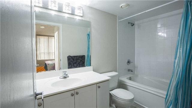 Condo Apartment at 4080 Living Arts Dr, Unit 1801, Mississauga, Ontario. Image 6