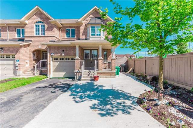 Townhouse at 132 Rockgarden Tr, Brampton, Ontario. Image 1